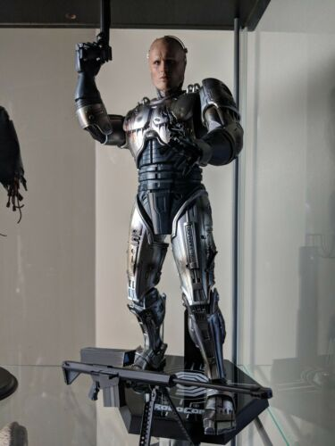 Hot Toys MMS 265 Robocop Battle Damaged Version Peter Weller 12 in Figure