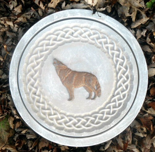 "Concrete wolf stepping stone plastic mold reusable 12/"" x 1.5/"" thick"