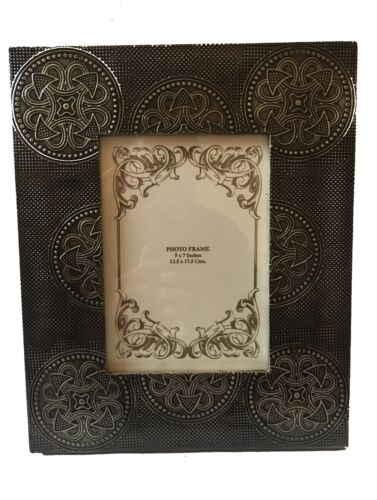 """Caltik Antique Brass Wooden Picture Photo Frame Free Standing Holds 5/"""" X 7/"""" In"""