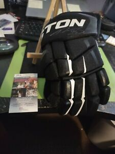 Tyler Kennedy Pittsburgh Penguins Autographed Hockey Glove JSA COA