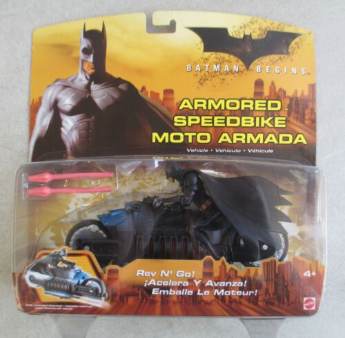 Comme neuf on Card 2005 MATTEL Batman Begins Armored Speedbike Moto Armada Rev N Go Toy