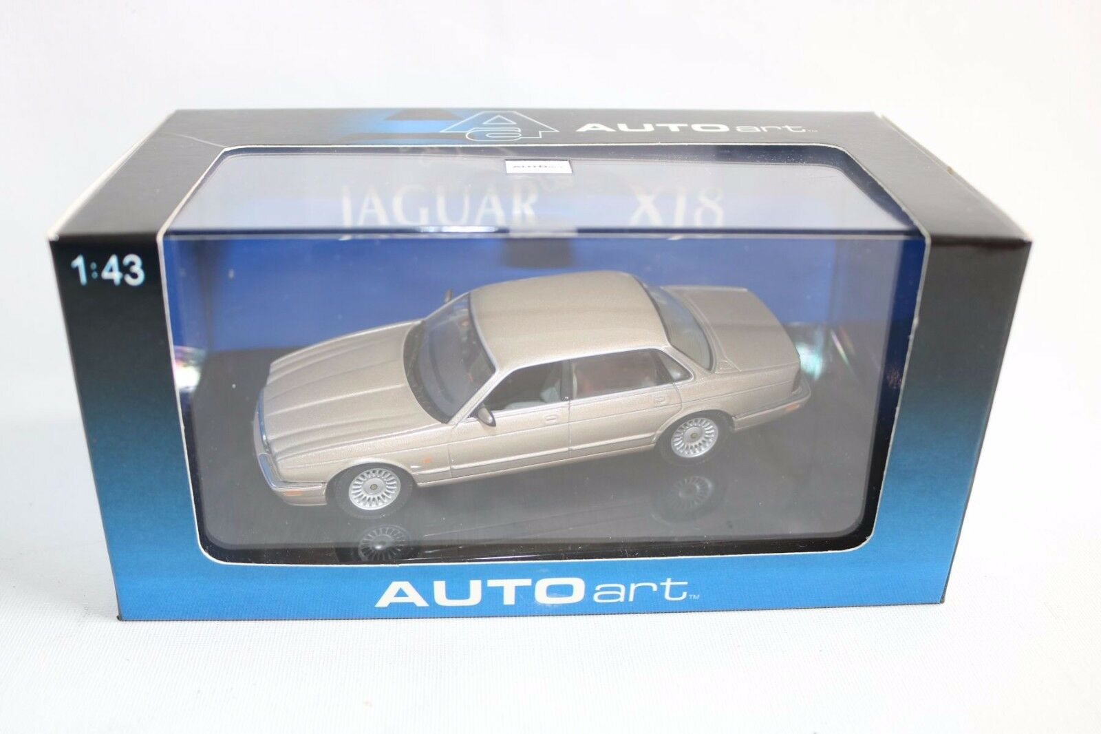 Auto art Autoart 53573 Jaguar XJ8 oro perfect mint in box 1:43 OVP Scarce