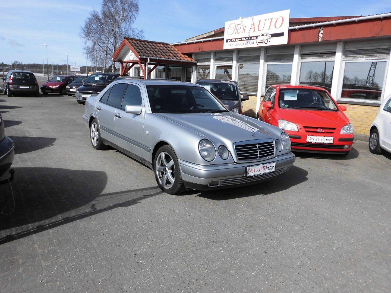 Mercedes E300 3,0 TD Classic aut. 4d - 29.900 kr.