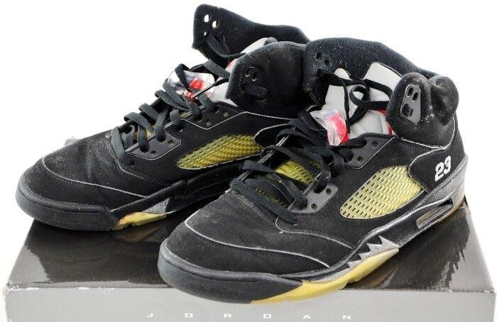 136027 004 Nike Air Jordan 5 Retro Black Metallic Silver Fire Red SZ 11 shoes