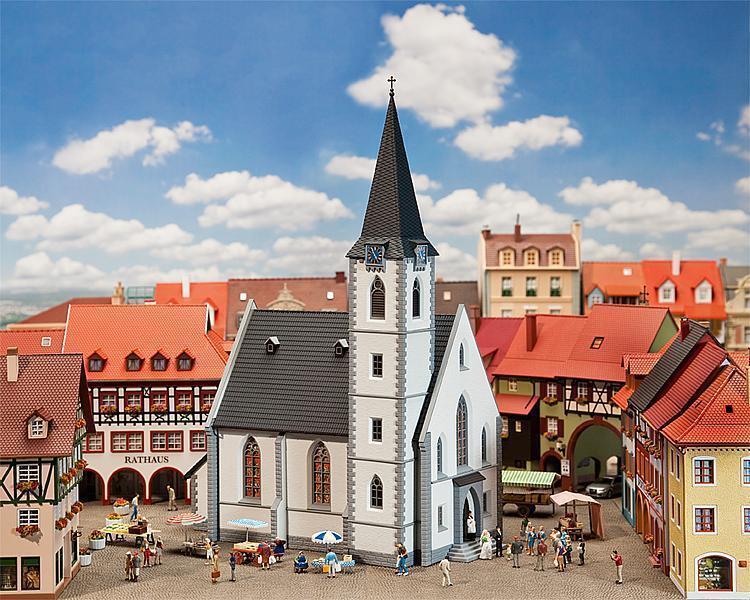 Faller h0 130490  ciudad pequeña iglesia