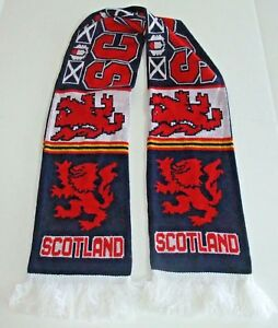Scotland-Knitted-Scarf-Lion-Rampant-Royal-Banner-Scotland-Red-Blue-White-Fringe