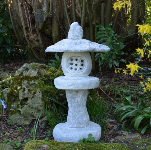 Massive japanische Steinlaterne Steinlampe Tachi-Gata aus Steinguss frostfest