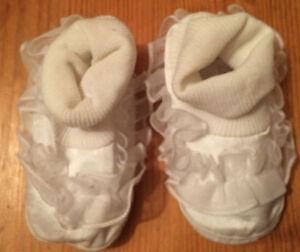 Blanc Baptême Chaussures Avec Volants-afficher Le Titre D'origine Design Professionnel