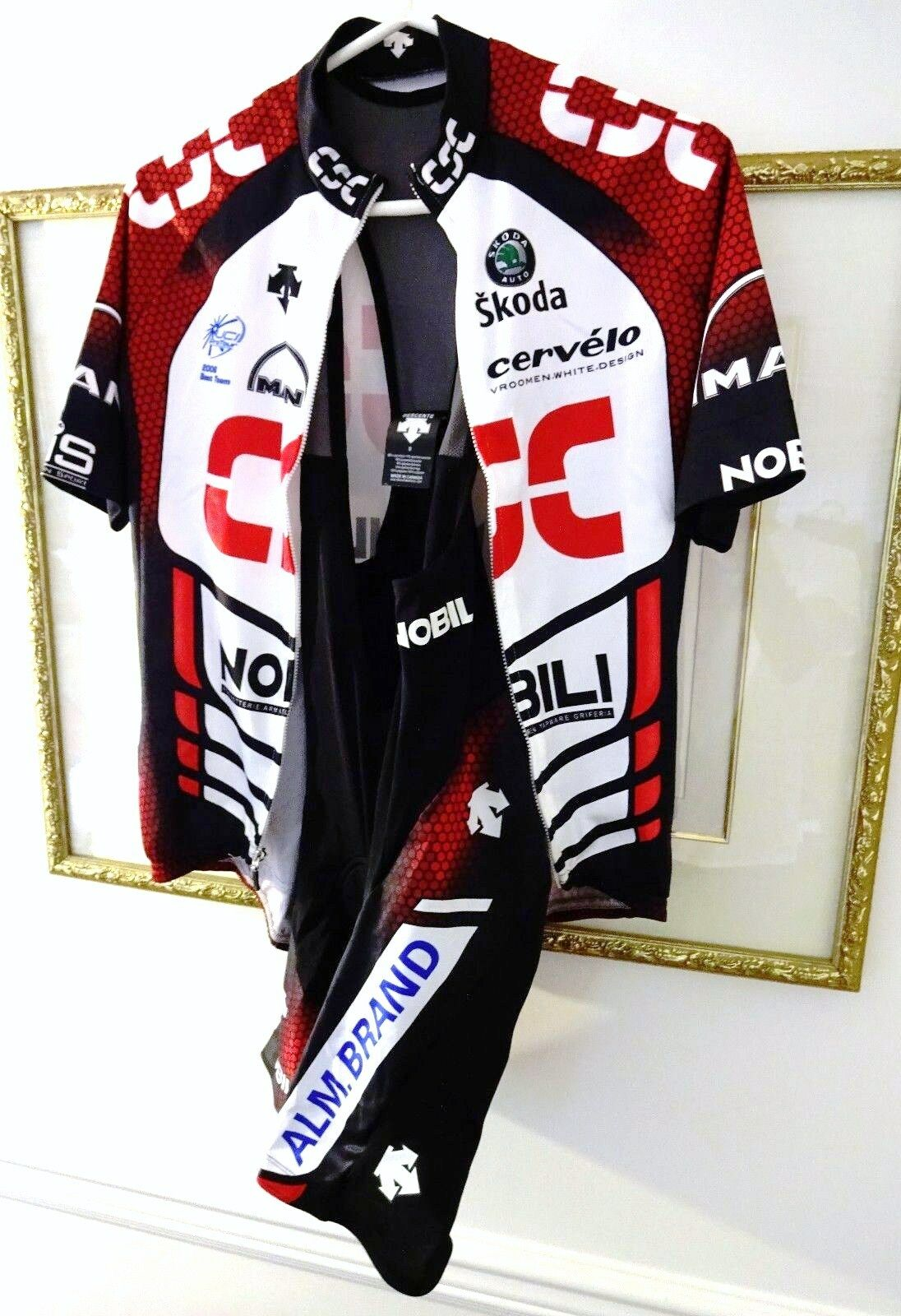 DESCENTE CSC CERVELO BIB SHORTS, SHORT SLEEVE JERSEY, GLOVES & BOTTLE - SMALL
