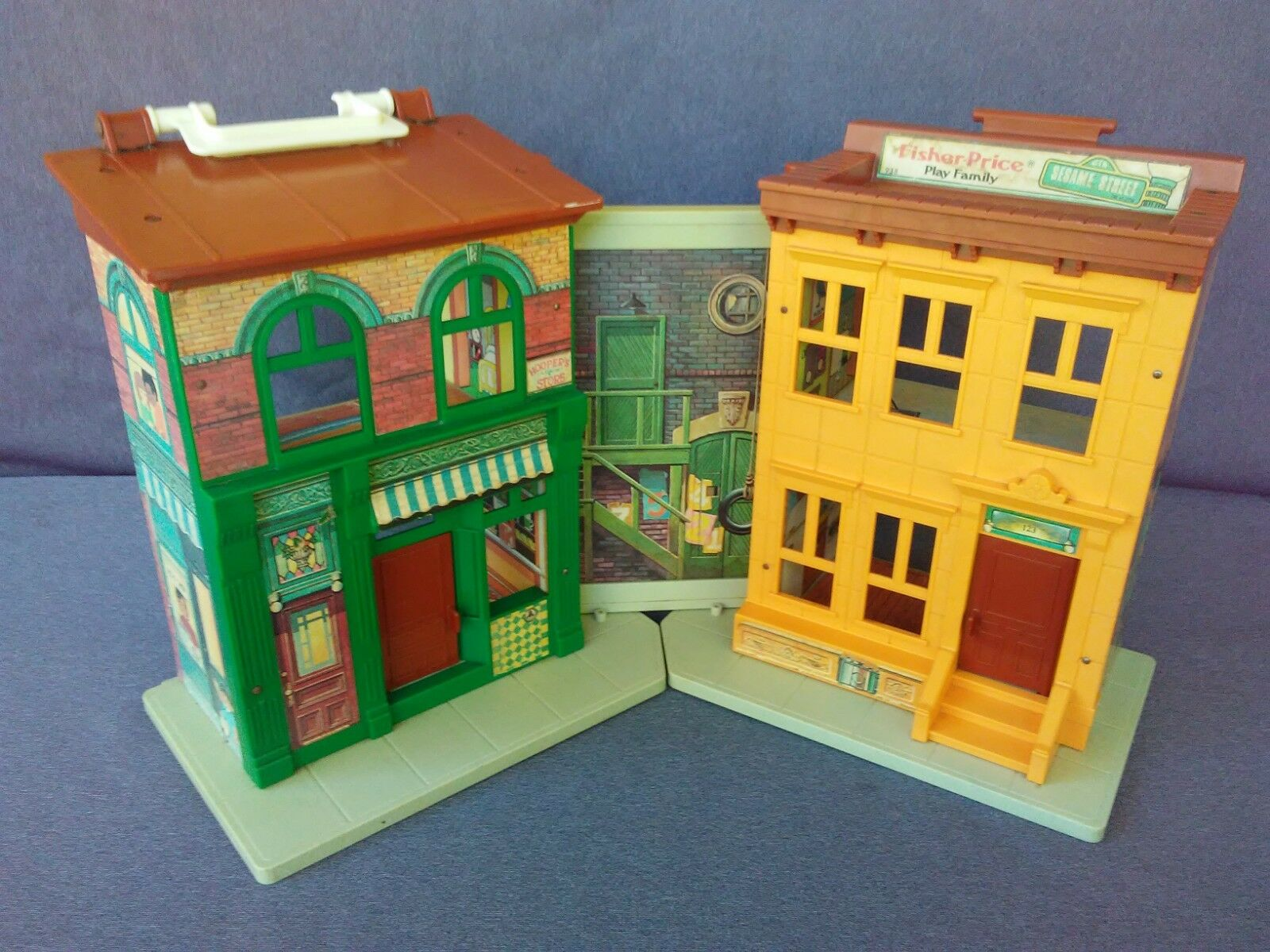 VINTAGE FISHER PRICE  LITTLE PEOPLE PLAY FAMILY SESAME STREET BUILDING ONLY