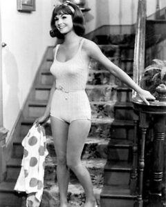 8x10-photo-Lori-Saunders-sexy-celebrity-034-Petticoat-Junction-034-TV-star-1969