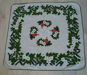 Vintage-Christmas-Linen-Tablecloth-with-Lovely-Xmas-Mistletoe-amp-Candles