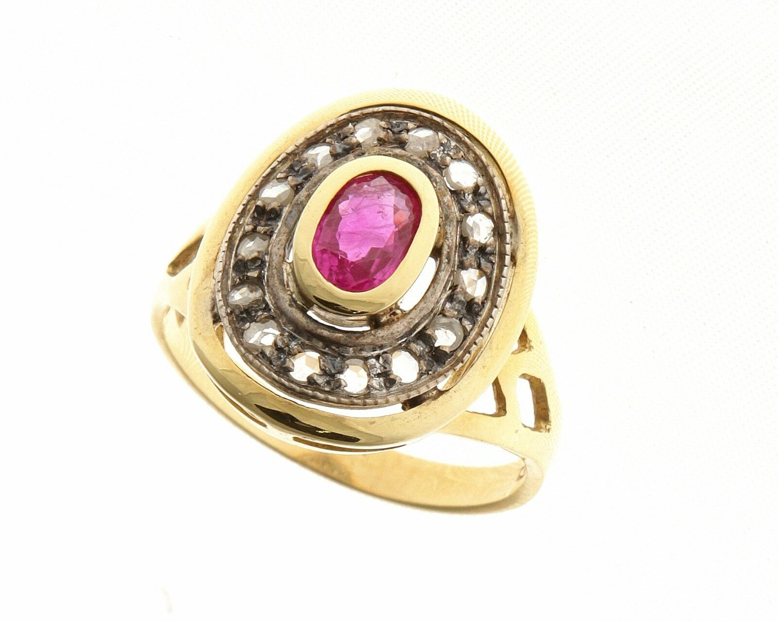 Ring style antique gold 18 ct 750 mill. Ruby natural and diamonds