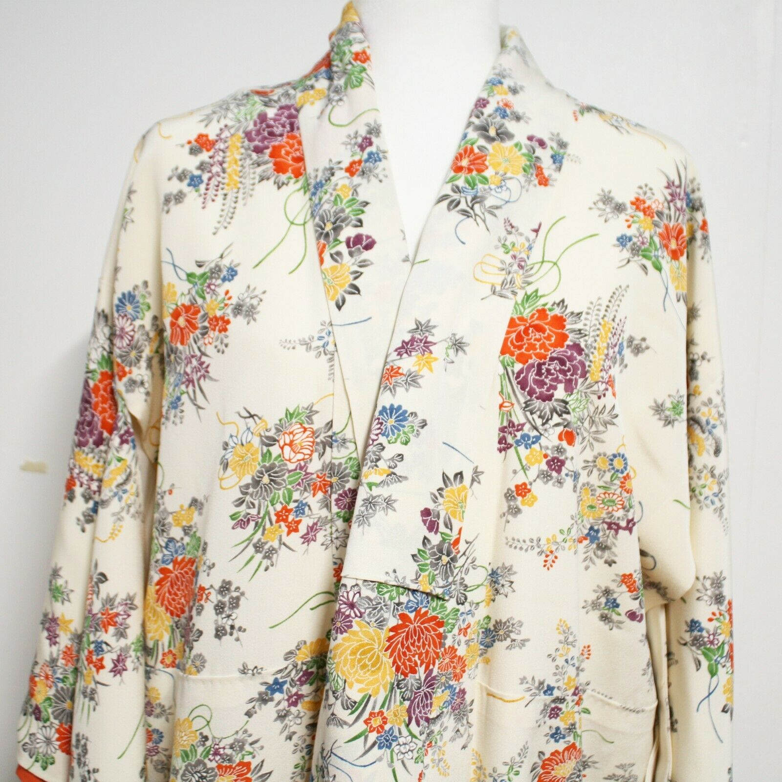 Japanese Authentic Long Lined Kimono Women's M 100% Silk Beautiful Floral Patter