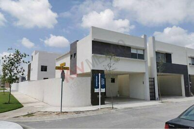 Casas en Venta en Fraccionamiento Residencial por Carretera Colombia