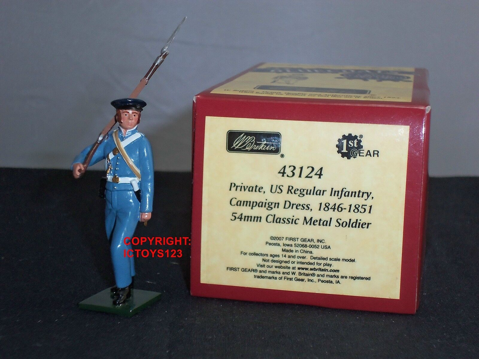 BRITAINS 43124 blueECOATS US REGULAR INFANTRY PRIVATE 1846-51 METAL TOY SOLDIER