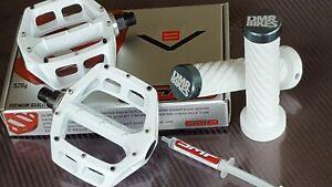 DMR-V8-Pedals-DMR-Muta-Lock-On-Grips-NEW-9-16-034-Mountain-Bike-BMX-WHITE