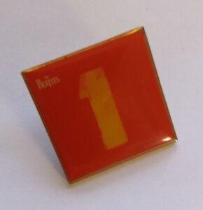 RARE-PROMO-PIN-BADGE-THE-BEATLES-1-ALBUM-COMPILATION-EMI-RECORDS-c2000-NOS