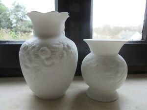 2 Moderniste Vases Ak Kaiser M. Frey German White Matte Vases Biscuit 60/70' Performance Fiable