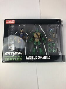 DC-Collectibles-Batman-Vs-Teenage-Mutant-Ninja-Turtles-TMNT-Batgirl-amp-Donatello