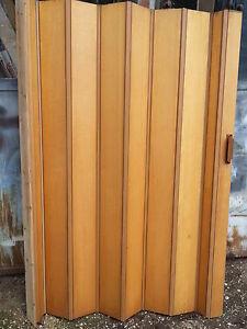Dettagli su Porta a soffietto legno chiaro per piccoli ambienti