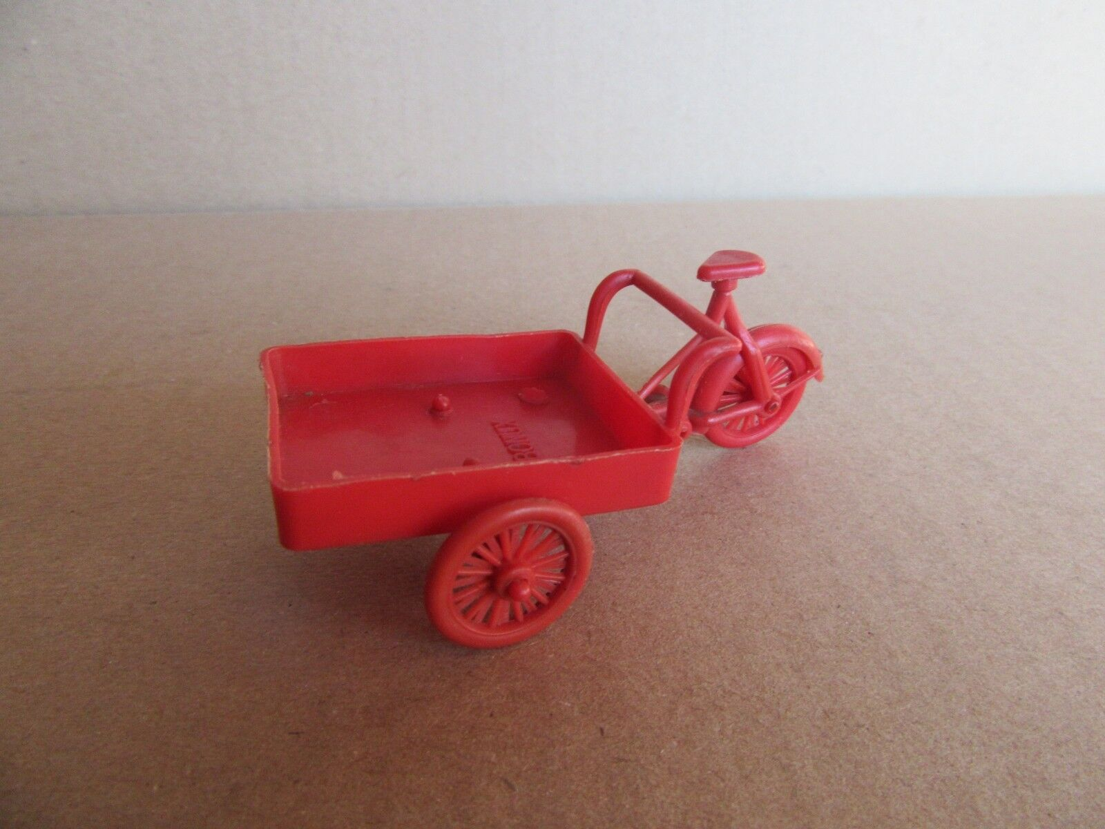 184H selten Spielzeug Schlüssel Bonux l rot Scooter 8,4 cm