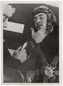Frostschutzsalbe-vor-dem-Feindflug-Orig-Pressephoto-von-1942