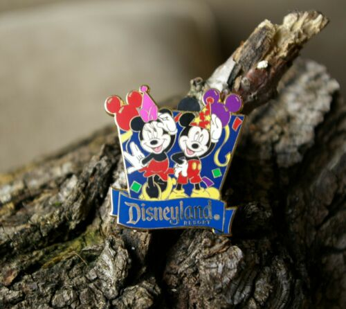 Walt Disney Mickey Minnie Mouse Disneyland Resort Travel Pin Pinback Gold Tone