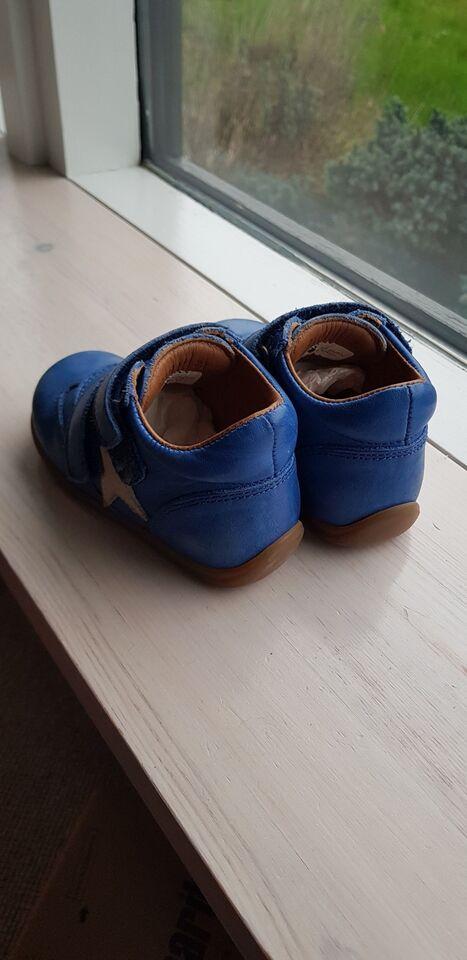Sneakers, str. 22, Bisgaard
