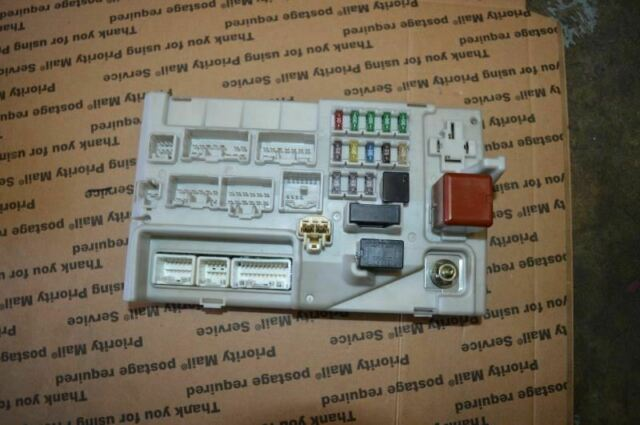 2001 2002 2003 2004 Lexus Ls430 Trunk Fuse Relay Box Panel