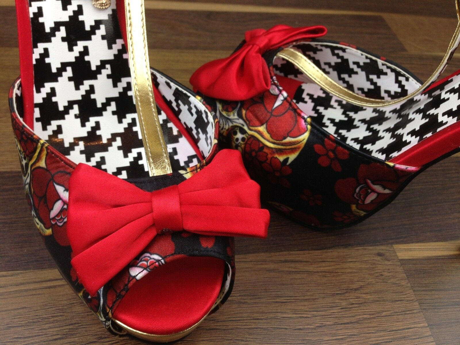 Gothic Just Fab Red Black Open Skull Toed Skull Open Charm Bow Detail Matallic Shoes Heel 2b3495