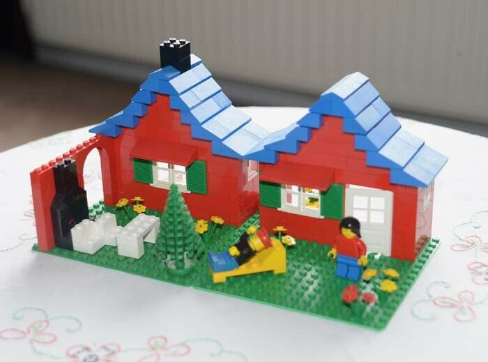LEGO 376 -2 Set Classic Town House with Garden 1978 Vintage Plus Instructions