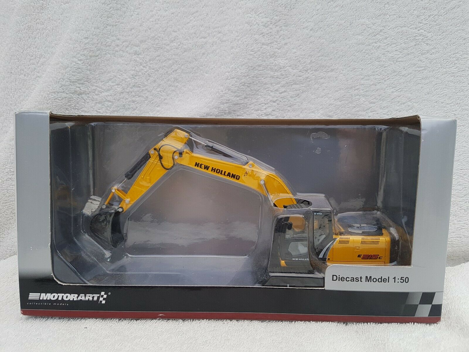 Motorart 1 50 New Holland e215c Excavator Modell Number 13781