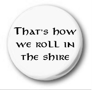 THAT-039-S-HOW-WE-ROLL-IN-THE-SHIRE-1-inch-25mm-Button-Badge-Hobbit-Tolkien