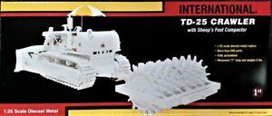 First-Gear-790177-IH-TD25C-Dozer-Towed-Sheepsfoot-Packer-White-1-25-Diecast-MB
