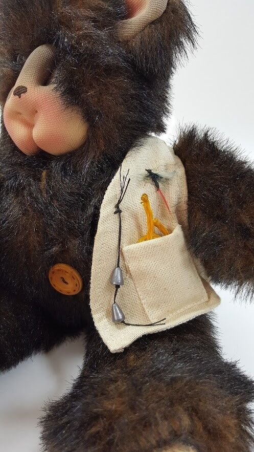 Woolakins Plush Plush Plush Bear Fisherman Flies Basket Bible  Hand Made Georgia Signed 14  e4e0d0