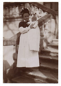 PHOTO-ANCIENNE-Bebe-Nourrice-Metier-1910-Costume-Tablier-Enfant-Femme-Layette