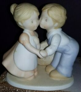 Vintage-FIRST-KISS-Figurine-Homco-Circle-of-Friends-by-Masterpiece