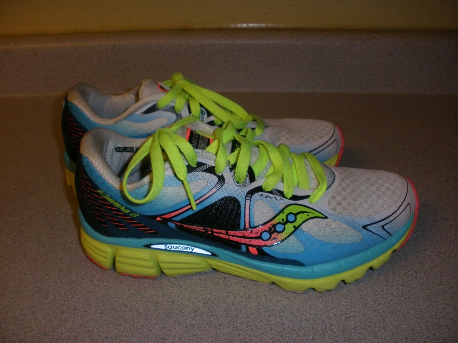 Saucony Kinrava 6 Womens Size 7 Running Shoe MULTI-COLOR