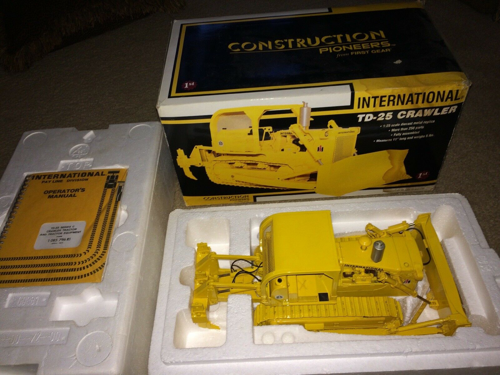 2002 First Gear International TD-25 Crawler Bulldozer 79-0156 1 25th With box