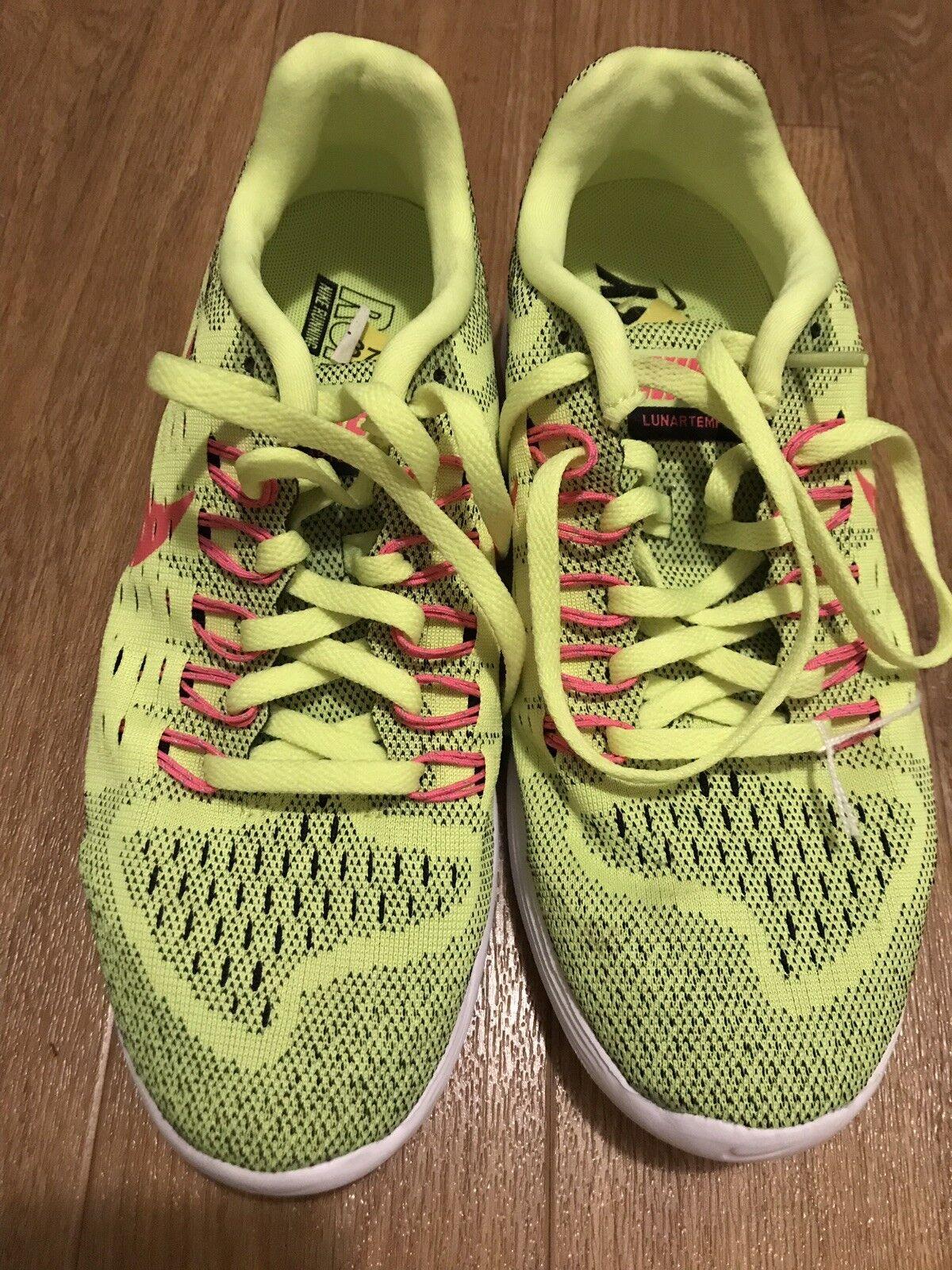 BRAND NEW Nike Ladies Trainers Uk Sise 5 Runeasy Lunarlon