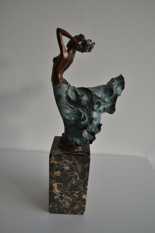 bronzefigur, motiv: Kvinde