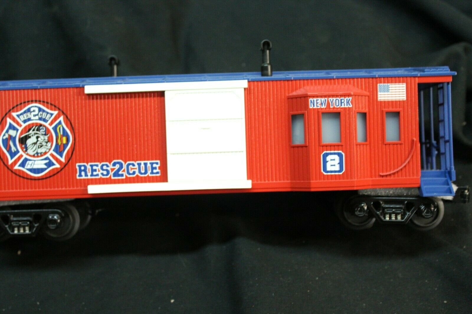 M.T.H. 0 Gage, Lighted  NEW YORK, Res2cue Box Car,  NEW, NO BOX, C-10    (SHELF)