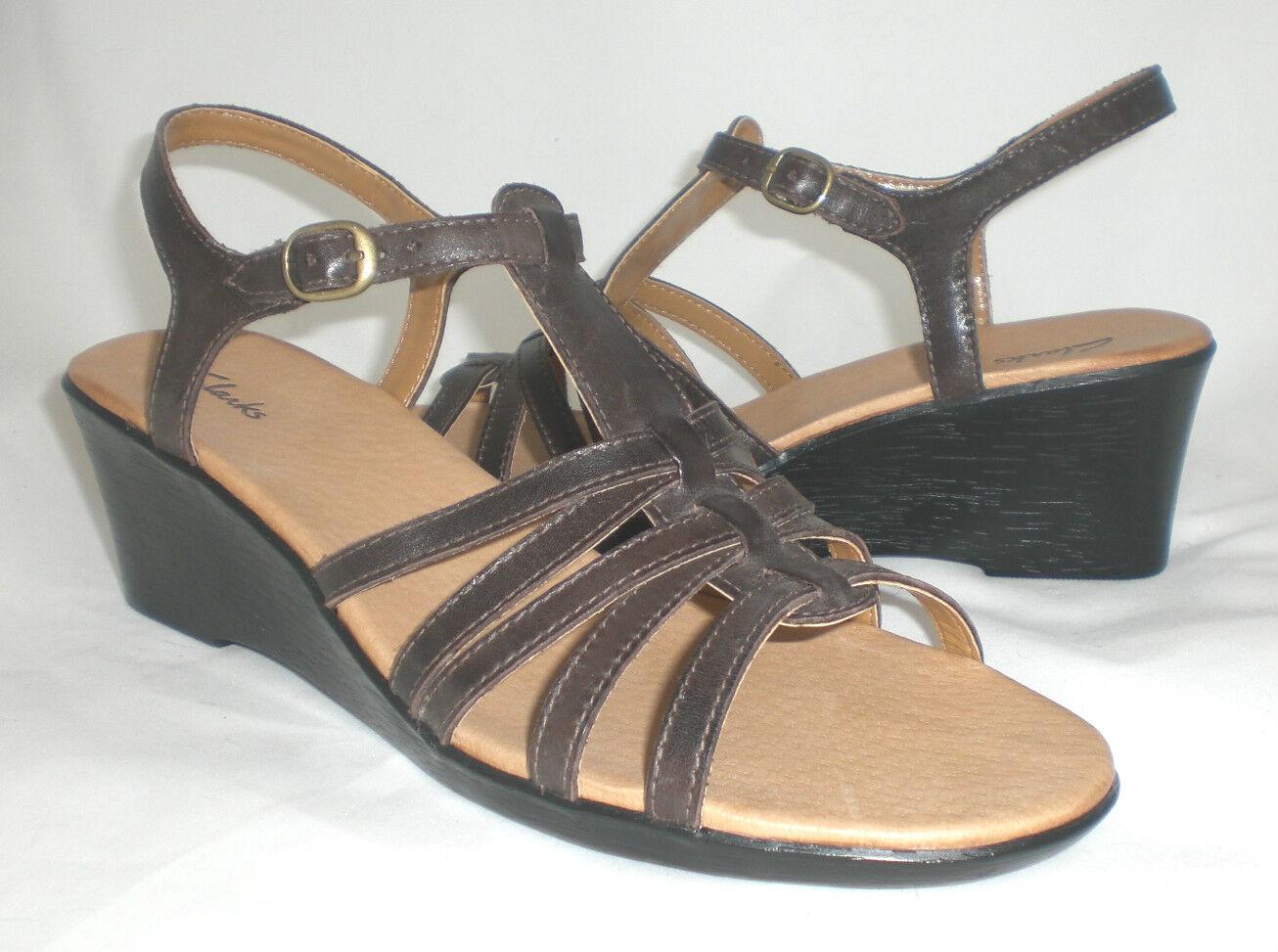 Clarks jillie Con Tiras De Cuña Sandalias De De De Cuero Marrón 9.5 Med Nuevo  ofrecemos varias marcas famosas