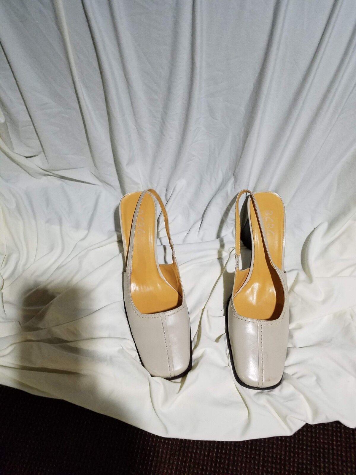 Ladies BCBG Paris Beige Leather closed square toe shoes w rear leather heel