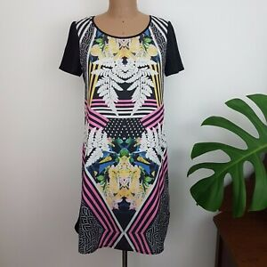Decjuba-Shift-Dress-SZ-8-Black-Back-Floral-Front-Short-Back-Zip