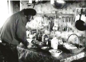 ALLEN GINSBERG IN HIS KITCHEN CHERRY VALLEY 1969 BEAT WRITERS PHOTO POSTCARD #40