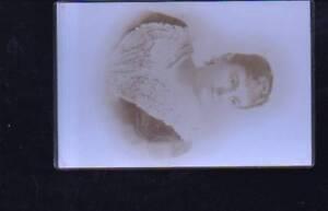 (n11044) Femme Photo Sur Carton,-afficher Le Titre D'origine Lissage De La Circulation Et Des Douleurs D'ArrêT