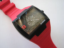 NEW Very nice High quality DeTomaso SANDRO analog fashion watch (RED color)