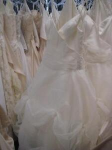 Wholesale-Bridal-Gown-Lot-200-Gowns-Sample-Condition-Start-Your-Own-Shop